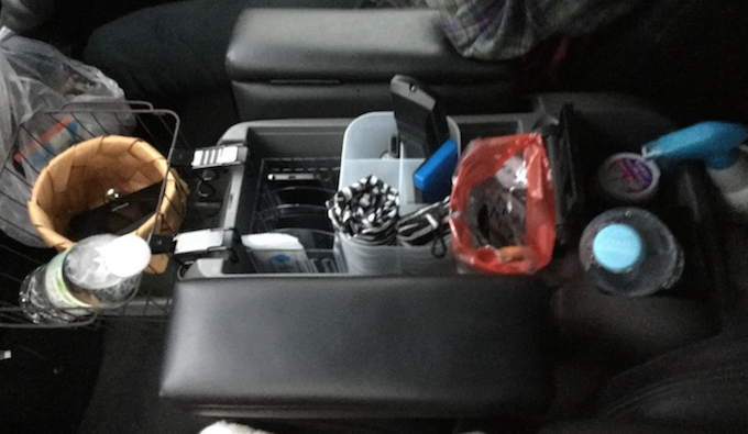 【ハイエース】車旅で実際に改造後のセンターコンソールを使ってみた感想