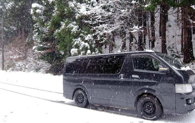雪がふりつもったら雪道をドライブしたくなる。