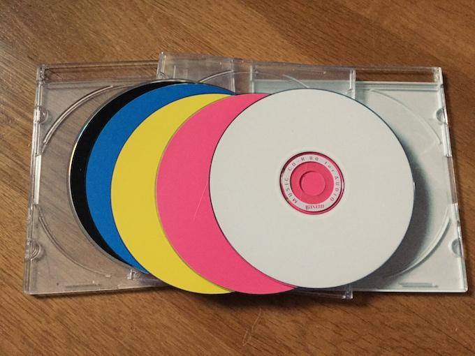 【捨てる】PCで焼いたタイトルが書いてないCDを整理。