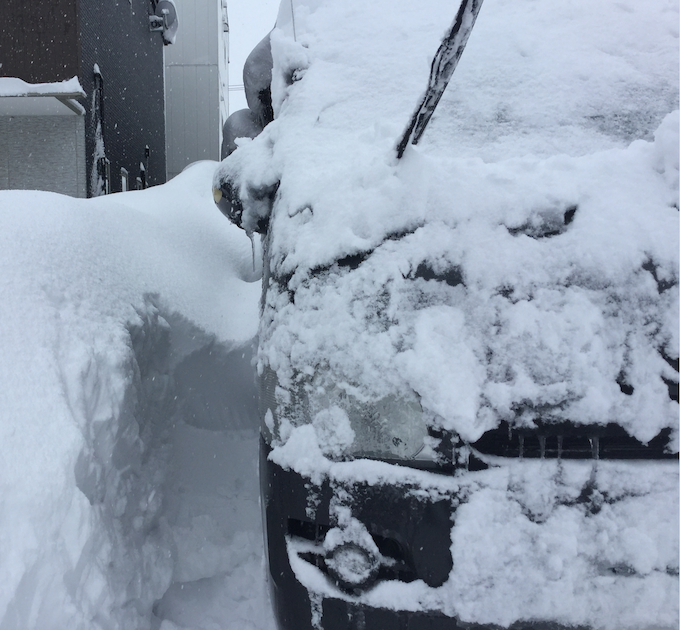 昭和56年以来の大雪!もう雪が捨てる場所がない。